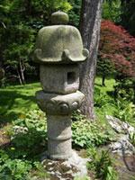 Каменные фонари в Японском Саду